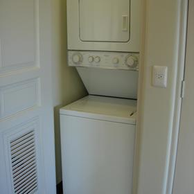 Laundry washer/dryer
