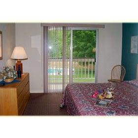 The Seasons at Sugarbush Resort - bedroom
