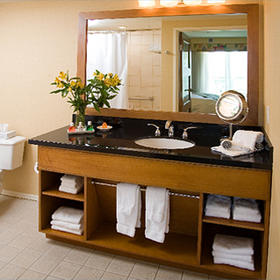 Grand Pacific Palisades Resort Bathroom