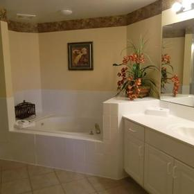 Holiday Inn Club Vacations at Orange Lake Resort - River Island Bathroom