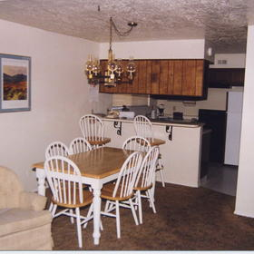 Innsbrook Village - Dining Area