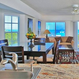 Ocean Pointe Suites at Key Largo Dining Area