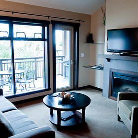Sunrise Ridge Waterfront Resort Living Area
