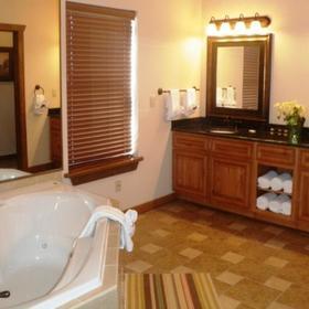 The Lodges at The Great Smoky Mountains Bathroom