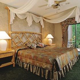 Parkway International Resort - Master Bedroom