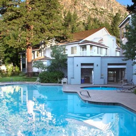 Squaw Valley Lodge Pool