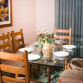 Riviera Oaks Resort & Racquet Club Dining Area