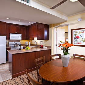 Winners Circle Resort Kitchen and Dining Area