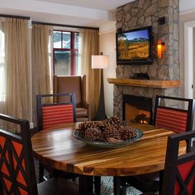 Marriott's Timber Lodge Tahoe Dining and Living Area