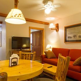 Red Wolf Lakeside Lodge Living Area