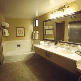 Harbortown Point Marina Resort & Club Bathroom