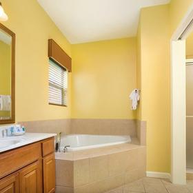 Wyndham Pagosa Bathroom