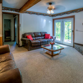 Club Chalet of Gatlinburg - 2B Living Area