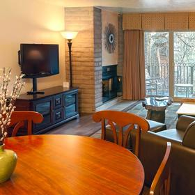 Sandstone Creek Club Dining and Living Area