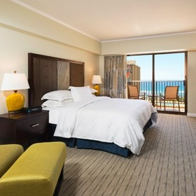 Hilton Grand Vacations Club (HGVC) at the Kalia Tower Bedroom