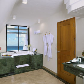 The Grand Lifestyle at Grand Oasis Cancun Bathroom