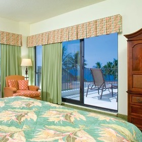 Wyndham Royal Sea Cliff Bedroom