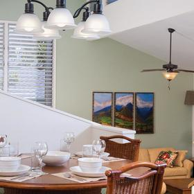 Makai Club Cottages Dining Area