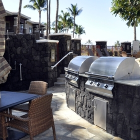 Kohala Suites by Hilton Grand Vacations Club Barbecue Area