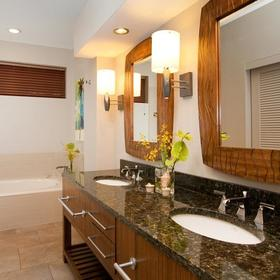 Hilton Grand Vacations Club (HGVC) at Waikoloa Beach Resort Bathroom