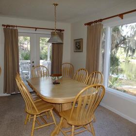 Egrets Pointe Townhouses Dining Area