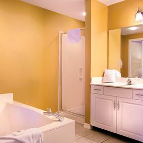 Wyndham Majestic Sun Bathroom