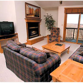 Long Hollow Point Inn  - Unit Living Area