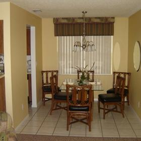 Lago Vista at Buenaventura Lakes Dining Area