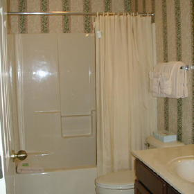 Wyndham Kingsgate - unit bathroom