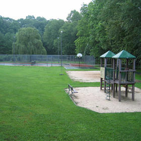 Playground and tennis court at Loreley