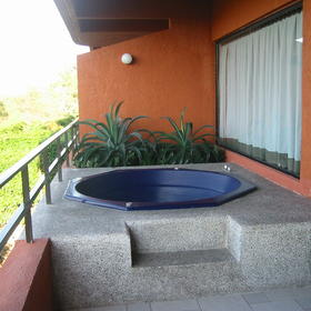 Pacifica Sands - Jacuzzi on Balcony