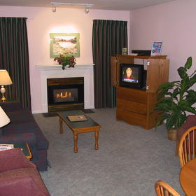 Chateau Canmore Quality Resort - living room