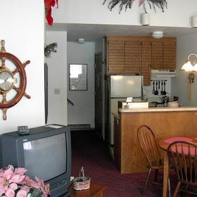 Landmark Resort - Unit Kitchen & Dining Area