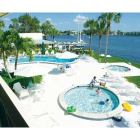 Charter Club Resort on Naples Bay - Hot Tub