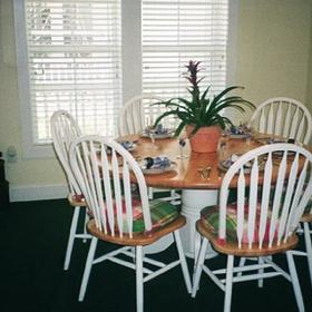 The Cottages at King's Creek Plantation - Unit Dining Area