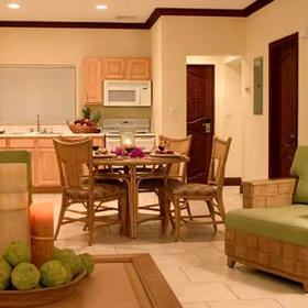 Alexandra Resort and Spa - Unit Dining Area & Kitchen