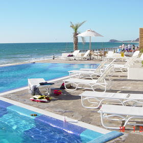 Torrenza Boutique Resort - Pool