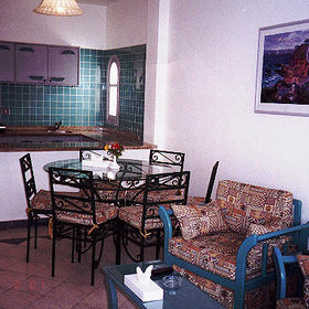 Dive Inn Resort - Living/Dining/Kitchen of a unit