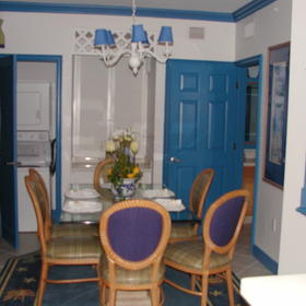 Dining Room-Deluxe Suite