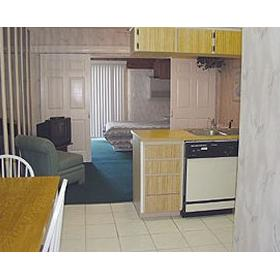 Grand Shores West - Unit Dining Area