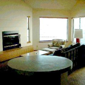 Peterson's Waterfront Resort - Unit Living Area