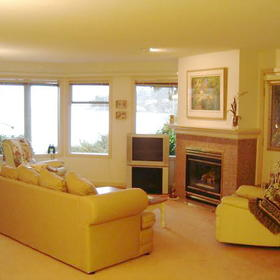 Pacific Shores Resort and Spa - Unit Living Area